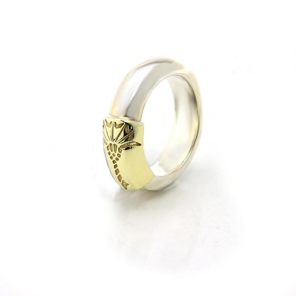 Joop! Ring mit stilisiertem Kornblumen-Logo JP04678